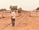 die Bahnstrecke Ouaga -Koudougou, genau so holprig wie die Straße
