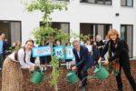 Metropolitan International School erhält zwei Gingko-Bäume vom Geo-Naturpark Bergstraße-Odenwald